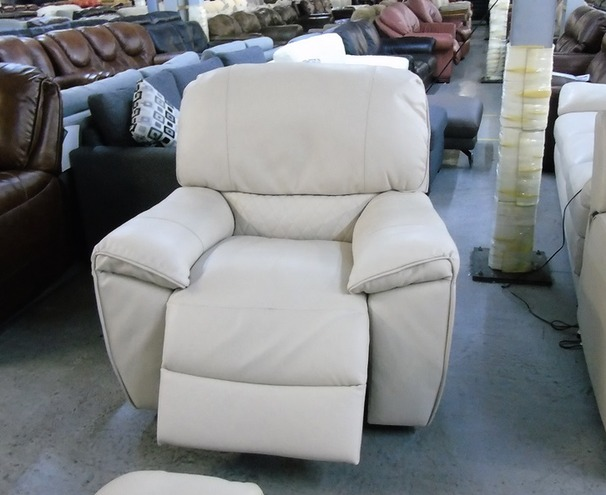 Cream electric recliner chair £499 (CLEARANCE OUTLET)