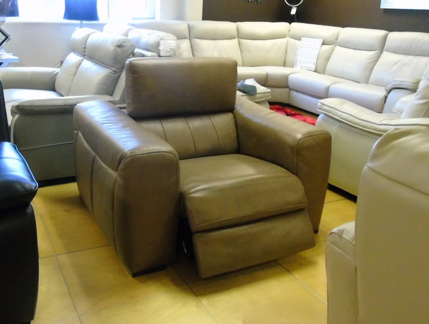 Bellini electric recliner chair £499 (SUPERSTORE)