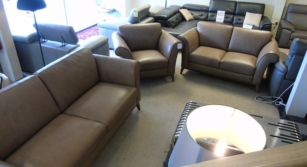 Lucca 3 seater, 2 seater and 1 chair taupe hide £2999 (CARDIFF)
