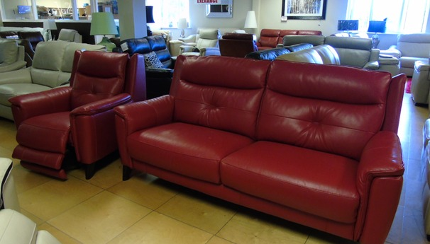 Winchester 3 seater and electric recliner chair red £1799 (SWANSEA SUPERSTORE)