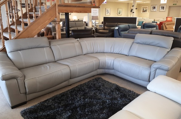 Lipari 4 seater double electric recliner corner suite grey £2499 (CARDIFF SUPERSTORE)