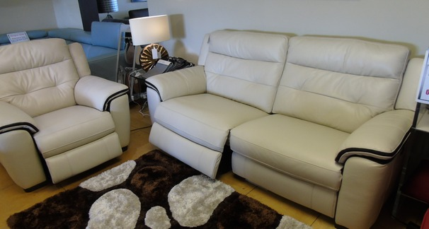 Miami electric recliner 3 seater and 1 chair bisque £2199 (SWANSEA SUPERSTORE)