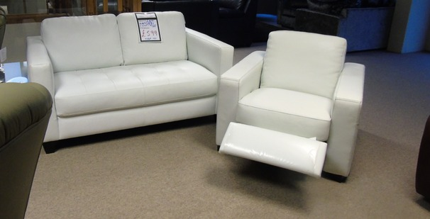 Sicily 2 seater and recliner chair Winter white leather £599 (CARDIFF SUPERSTORE)