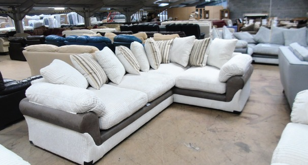 G Range corner suite cream £599 (SWANSEA SUPERSTORE)