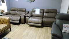 Lipari electric recliner 3 seater and 2 seater two tone sand £2999 (SWANSEA SUPERSTORE) - Click for more details