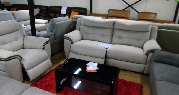 Miami  electric recliner and 1 electric recliner chair beige £799 (SWANSEA SUPERSTORE)