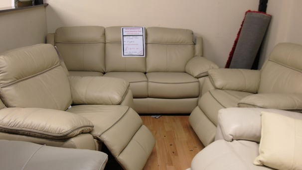 NIMES 3 seater and 2 electric recliner chairs Buttermilk £1399 (SWANSEA SUPERSTORE)