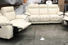 Toledo electric recliner 3 seater and 2 seater cream  £2399 (SWANSEA SUPERSTORE) - Click for more details