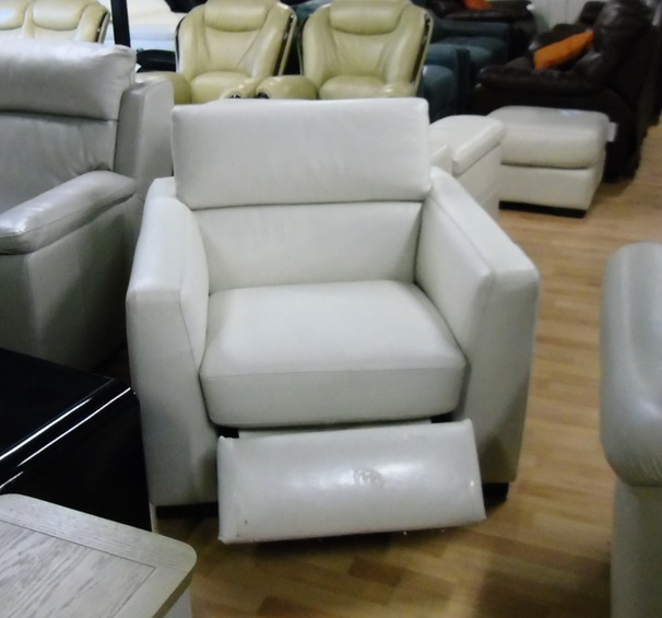 Belize electric recliner chair cream £299 (SWANSEA SUPERSTORE)