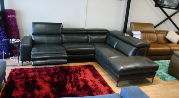 Metz Recliner corner suite dark £1999 (SWANSEA SUPERSTORE)